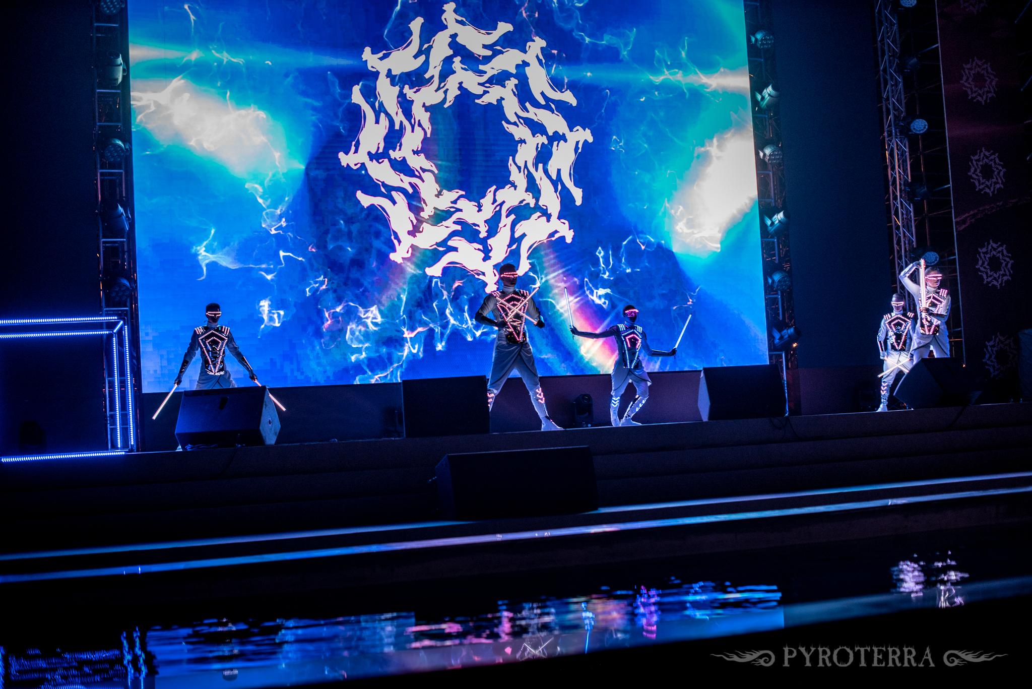 Pyroterra_ARABIA-MIRROR_LED_costume_show